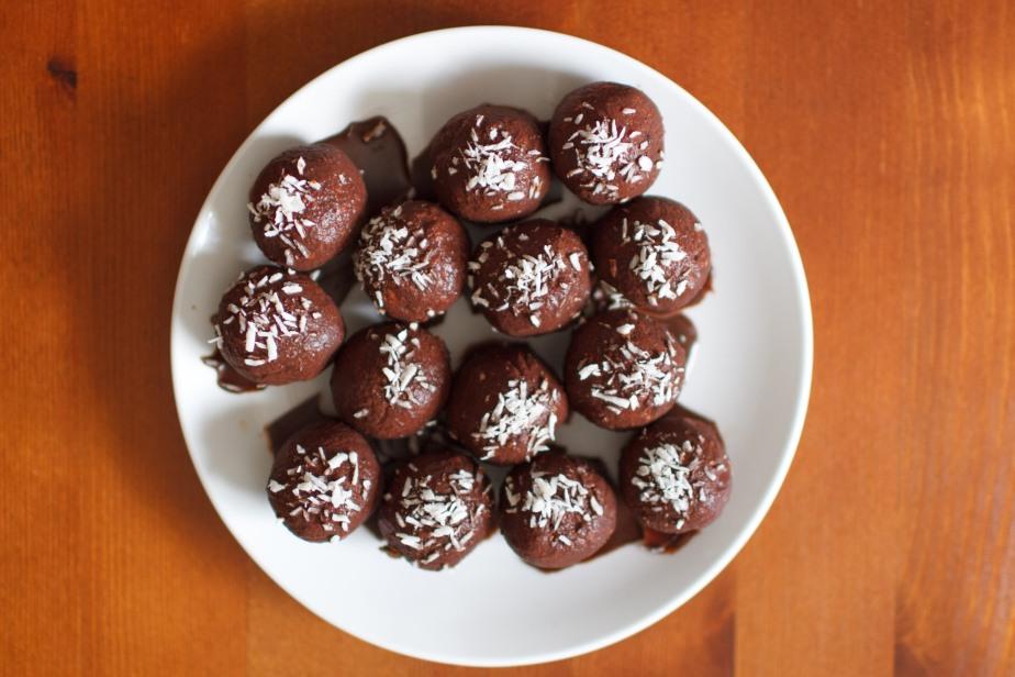 Raw chocolate orange blissballs