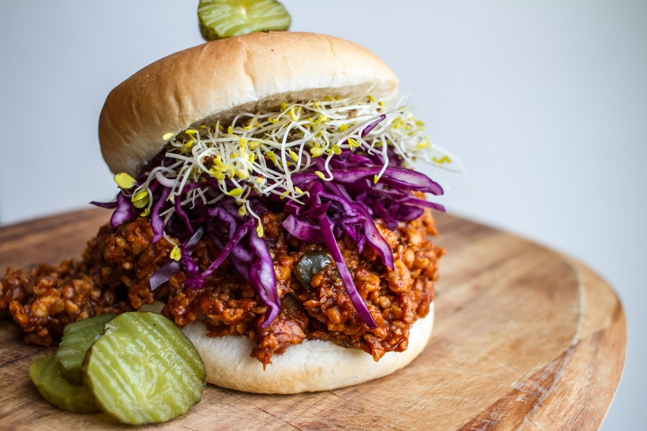 BBQ pulled tempeh sloppyJoes